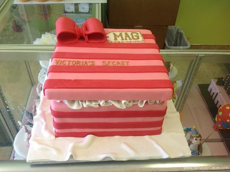 381, pink, dark pink, light pink, stripes, box, square, bow, ribbon
