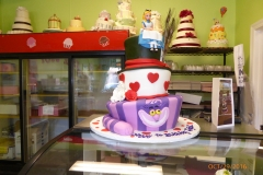 3031, 9th birthday, ninth birthday, alice in wonderland, disney, disney princess, princess, cheshire cat, mad hatter, heart, hearts, queen of hearts, topsy turvy, figure, figures, purple, hat, pink, white, tiered